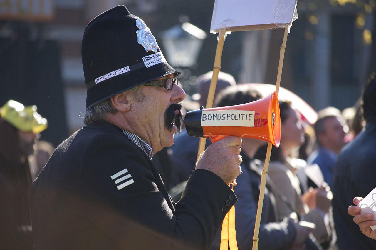 Politie-Olst-Wijche-beledigt-alle-lachgasgebruikers